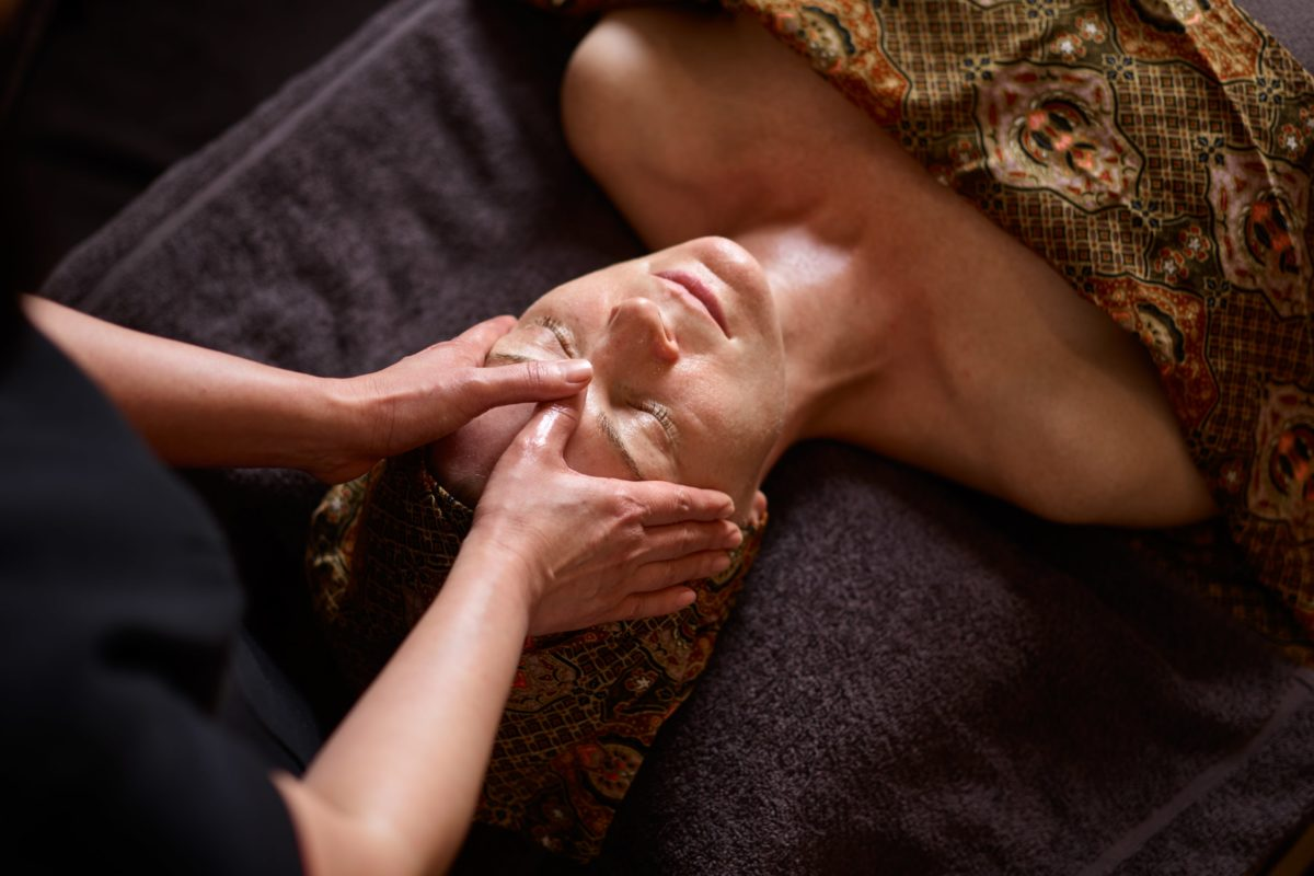 Sen Relaxing Face Massage - Suitable for all skin types, this spa facial is the ultimate spa massage treatment