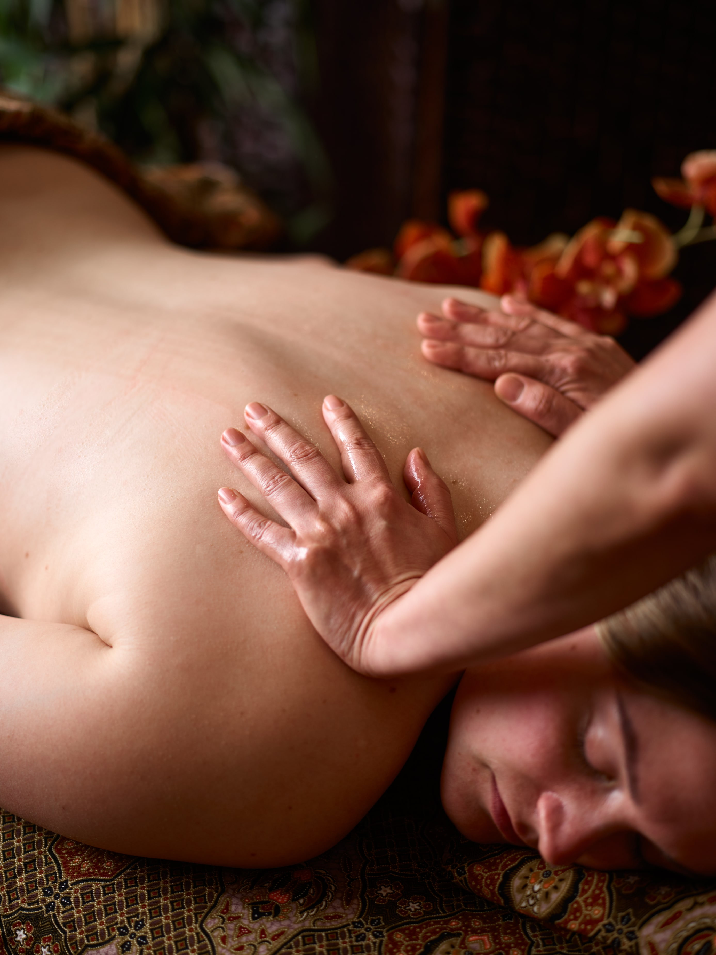 Using Swedish massage techniques you will find yourself drift away into an oasis of calm and return feeling lighter during the anti-stress massage.