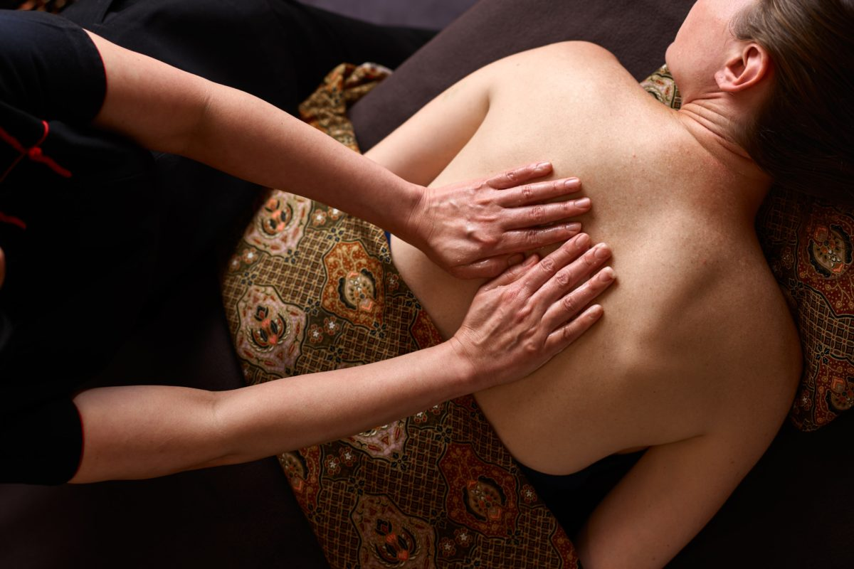 Aromatic Detox Massage to improve problem skin at SenSpa