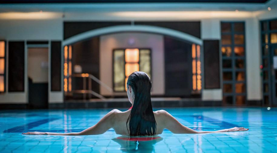Woman swimming in the luxurious pool at SenSpa